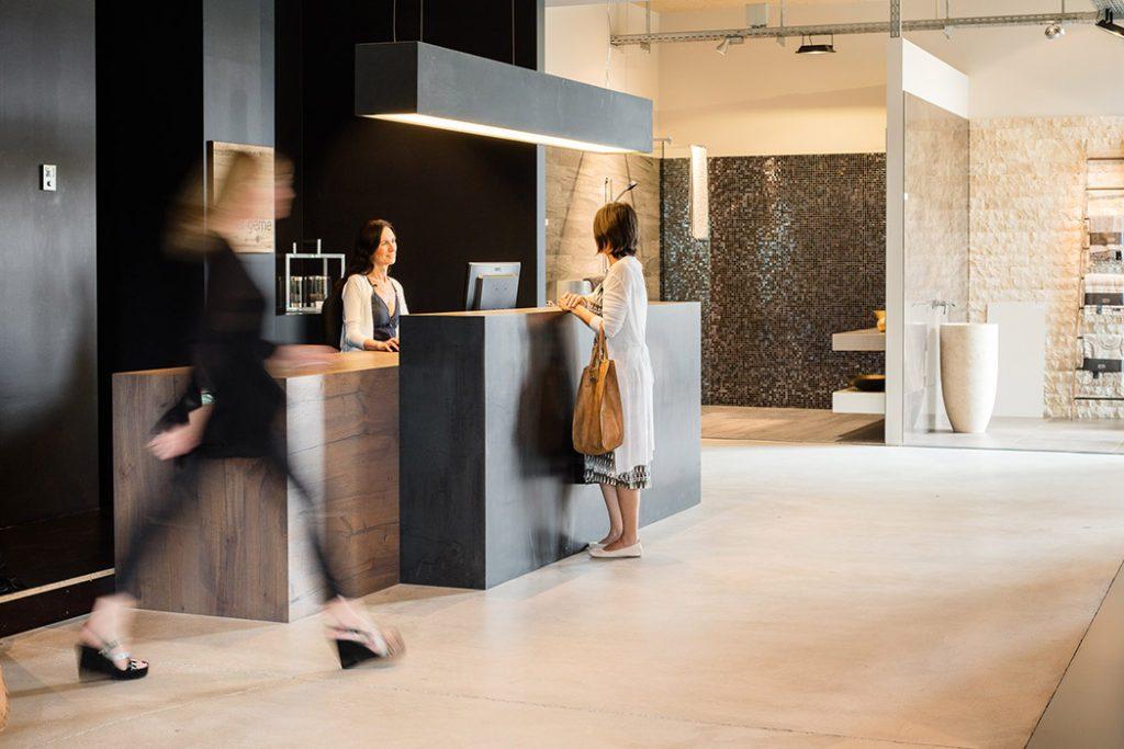 2000 m2, ausgewählte Produkte und konzipierte Ausstellungsräume. Jede Etage ist mit der Expertise unseres jeweiligen Partners geprägt. Drei Etagen. Vier Fachbereiche. Ein Erlebnis.