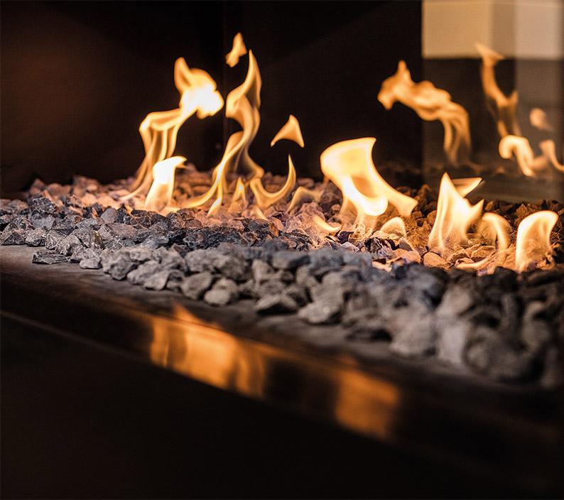Wir verbinden solides Ofenbauhandwerk mit ansprechender Innenarchitektur.